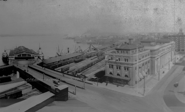 Can P34 - C.P.R. Station and Docks, Vancouver, B.C. c1916