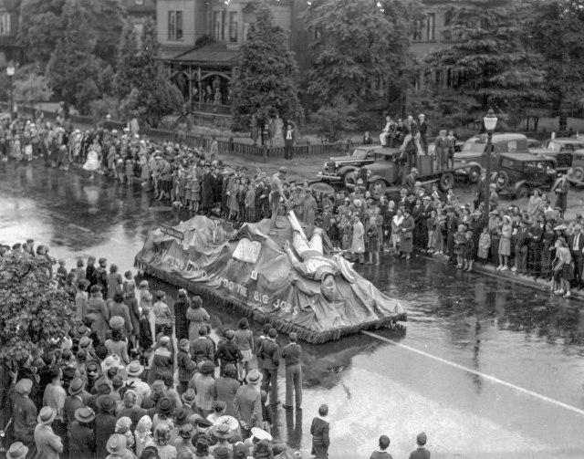 CVA 180-1141 - Victor David Neon Signs parade float 25 Aug 1941 (PNE Parade?)