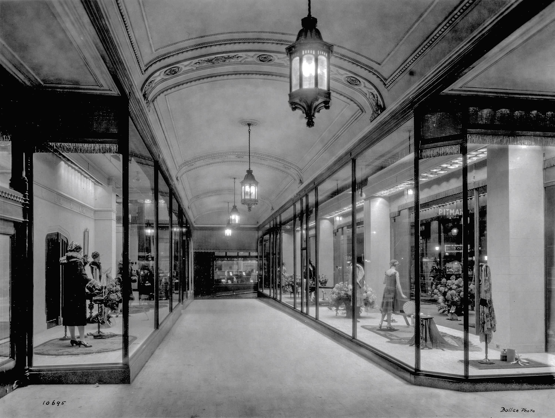 CVA 1495-12 - [Spencer's Department Store ] arcade [window display] 1926 Harry Bullen