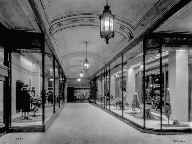 CVA 1495-12 - [Spencer's Department Store ] arcade [window display] 1926 Harry Bullen