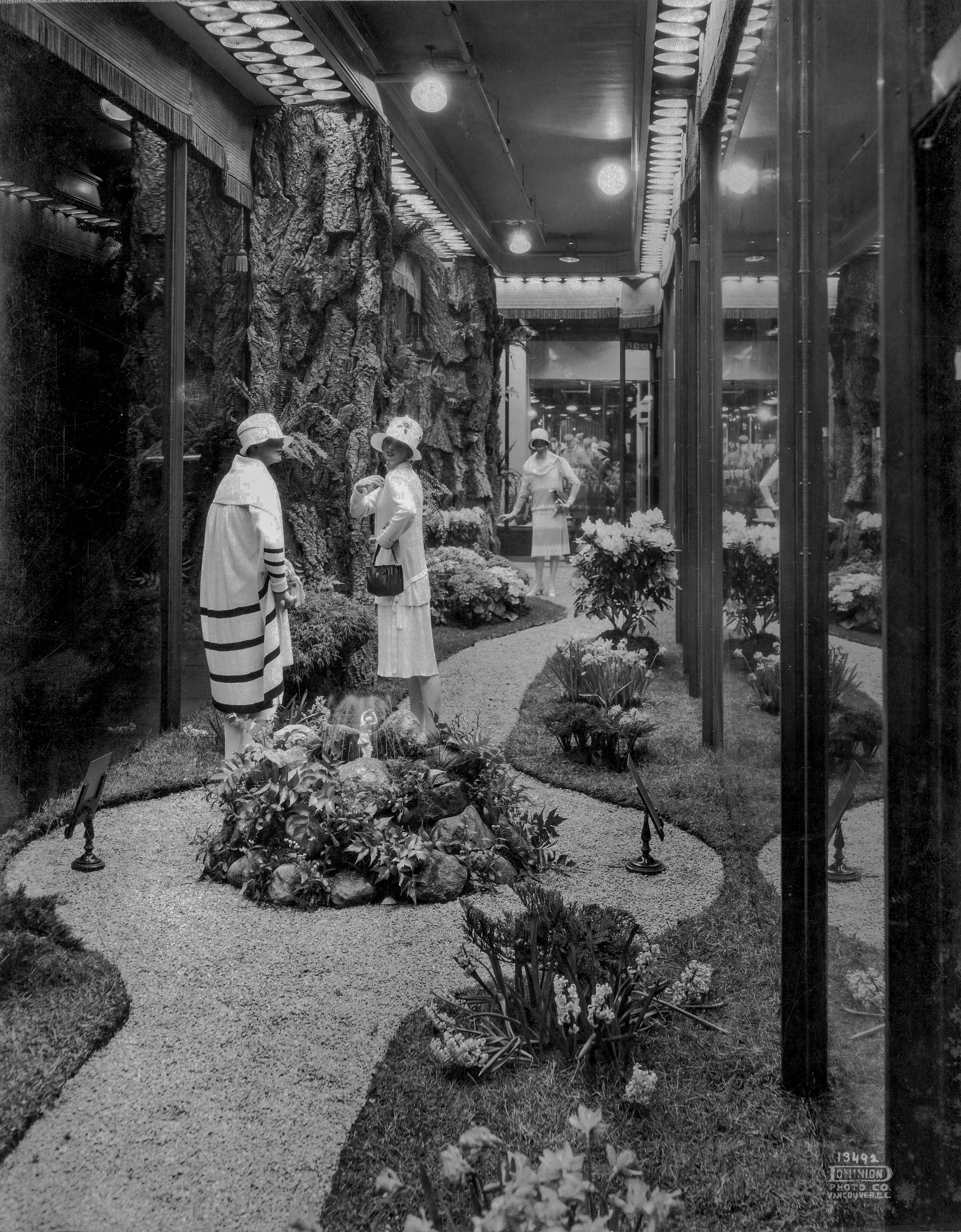 CVA 1495-36 - [Spencer's Department Store window display] 193- Dominion Photo