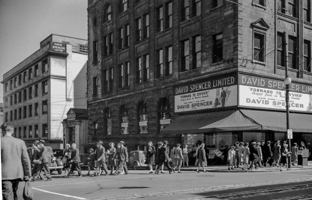 CVA 586-4015 - Street scene [outside David Spencer Limited - 515 West Hastings Street] Sept 1945 Don Coltman