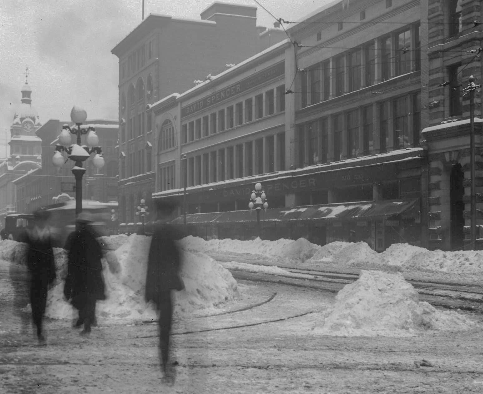CVA 789-76 - [Hastings and Richards after heavy snowfall] 1916