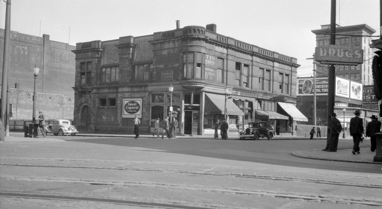 CVA 447-44 - Oyster Bay Cafe Building Carrall Street and Cordova Street ca 1947 W E Frost