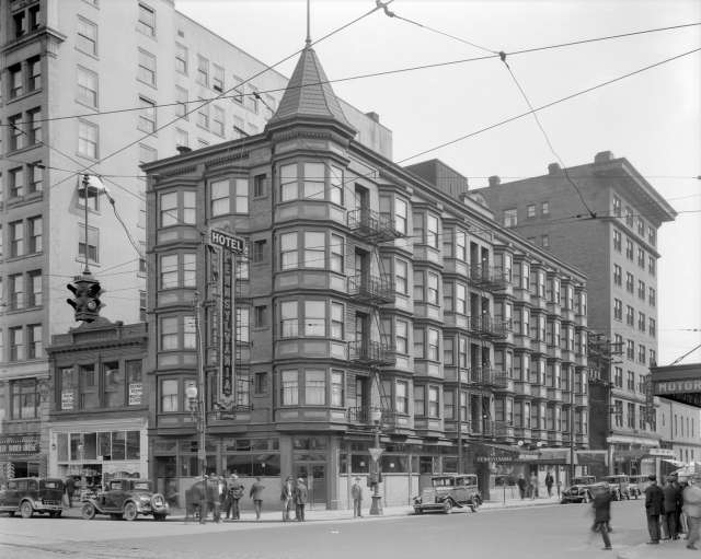 CVA 99-3895 - Hotel Pennsylvania [at 412 Carrall Street] 1931 Stuart Thomson