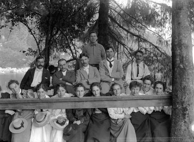SGN 76 - [Thos. Masters, Chub. Quigley, Chas. Macaulay, Miss Drainie, Mrs. Macauley, Miss Wright, Mrs. Chas. Mowatt, Mrs. McIntosh, Miss Lou McLaren and others assembled behind fence rai