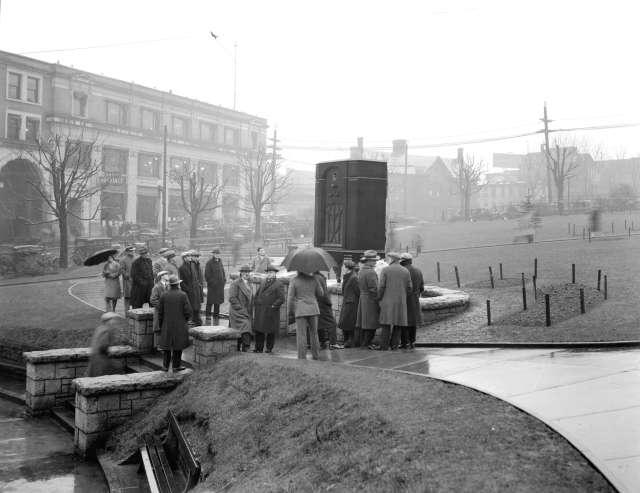 CVA 99-4143 - Radio Sales Company giant radio at Victory Square 1931 Stuart Thomson