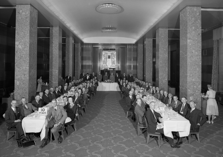 cva 586-5271 - shell oil banquet group don coltman 1944-2
