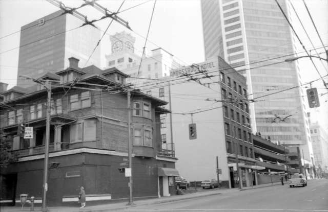 cva 779-e02.24 - 700 seymour street west side 1981