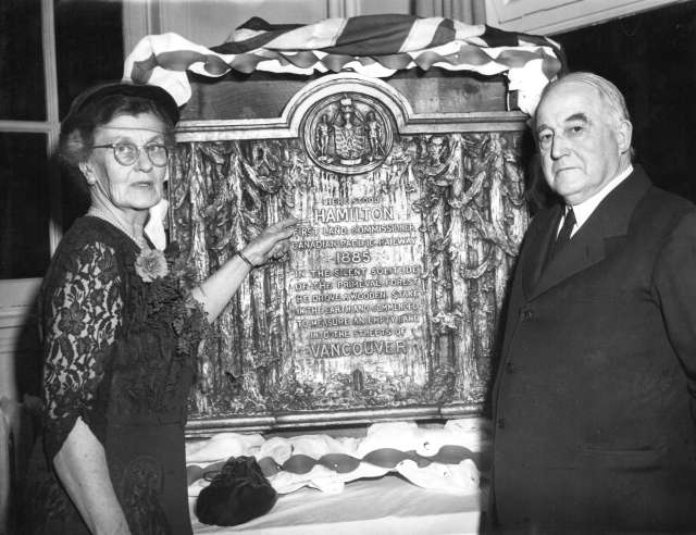 Mon P63.1 - [Miss Isobel O. Hamilton and J.S. Matthews unveil a bronze plaque to commemorate Lauchlan Alexander Hamilton] 1953 W J Dennett photo